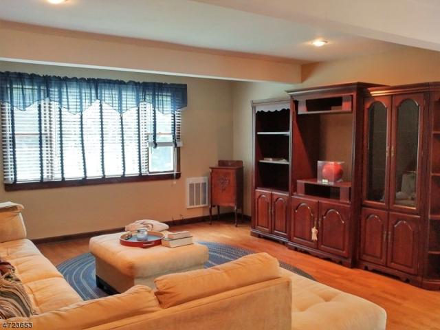 9 Iroquois Ave, Roxbury Twp., NJ 07850 (MLS #3397168) :: The Dekanski Home Selling Team