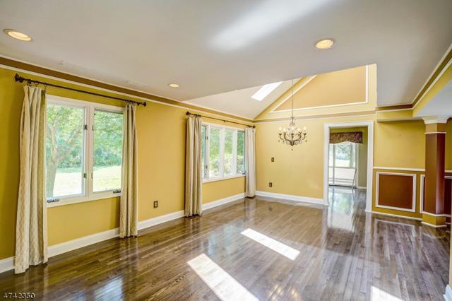 122 Village Dr, Bernards Twp., NJ 07920 (MLS #3414264) :: The Dekanski Home Selling Team