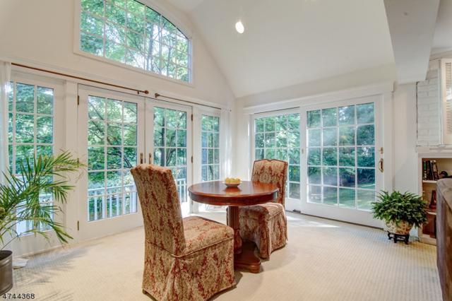 316 Lincoln Ave E, Cranford Twp., NJ 07016 (MLS #3421188) :: The Dekanski Home Selling Team