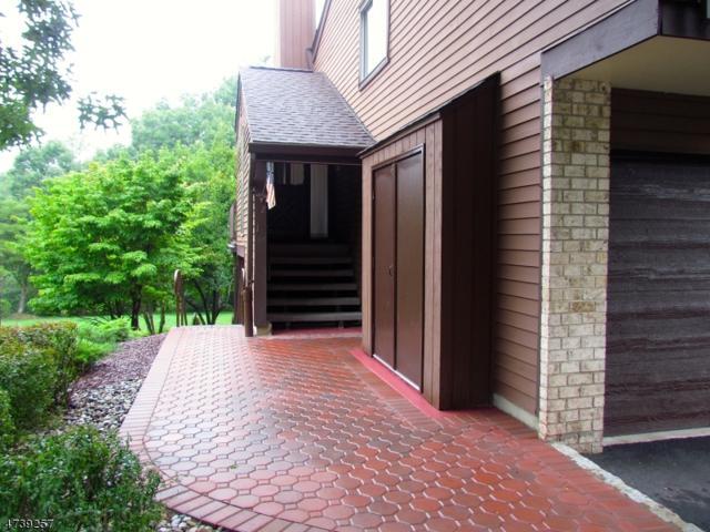2 Summit Dr, Clinton Twp., NJ 08801 (MLS #3411597) :: The Dekanski Home Selling Team