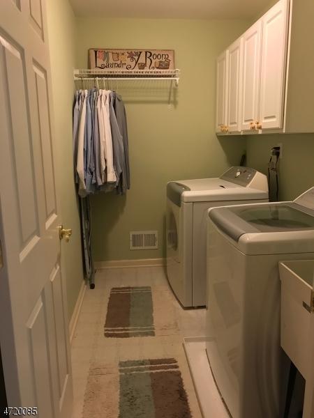 65 Ebersohl Cir, Readington Twp., NJ 08889 (MLS #3394595) :: The Dekanski Home Selling Team