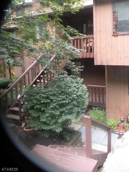 15 Village Way, Unit 2 #2, Vernon Twp., NJ 07462 (MLS #3417903) :: The Dekanski Home Selling Team