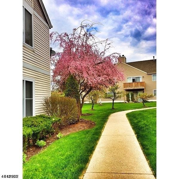 118 Falcon Ridge Way N, Hamburg Boro, NJ 07419 (MLS #3419645) :: The Dekanski Home Selling Team