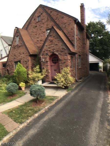 70 Overlook Ter, Bloomfield Twp., NJ 07003 (MLS #3422910) :: The Dekanski Home Selling Team