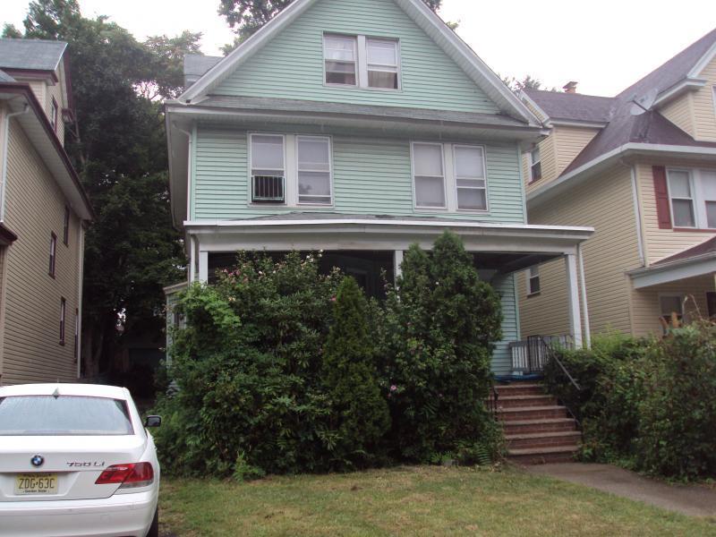 273 Glenwood Ave - Photo 1