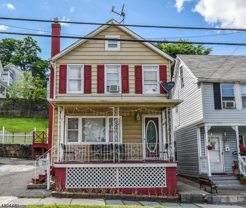 47 Thompson Ave - Photo 1