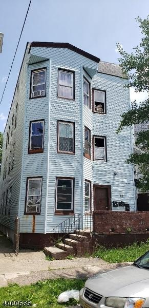 69 Graham Ave, Paterson City, NJ 07524 (MLS #3568126) :: The Dekanski Home Selling Team