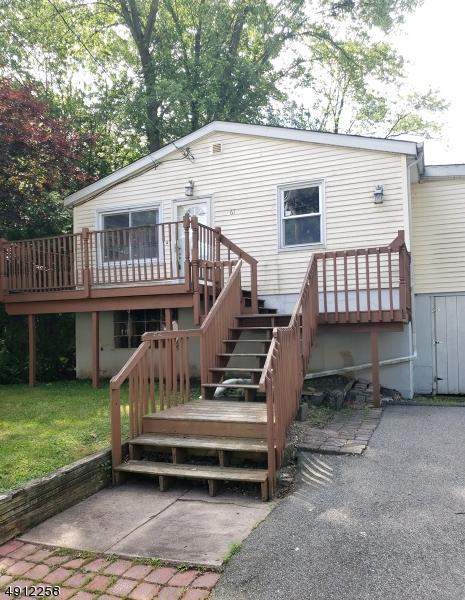 61 Grandview Ave, Oakland Boro, NJ 07436 (MLS #3570613) :: The Dekanski Home Selling Team