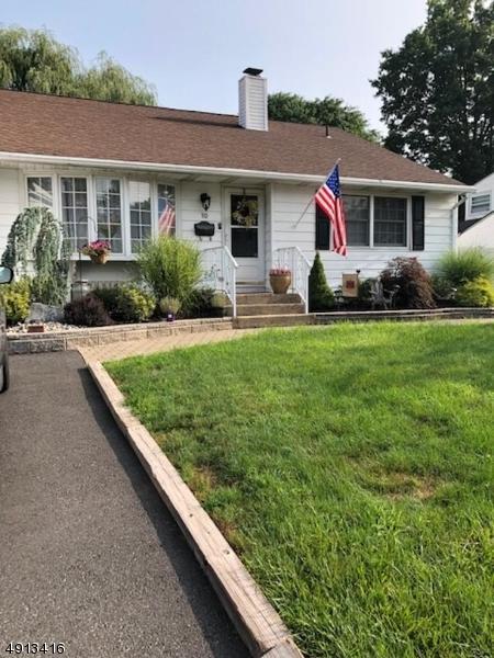 10 Farrell Ave, Woodbridge Twp., NJ 07067 (#3571639) :: Daunno Realty Services, LLC