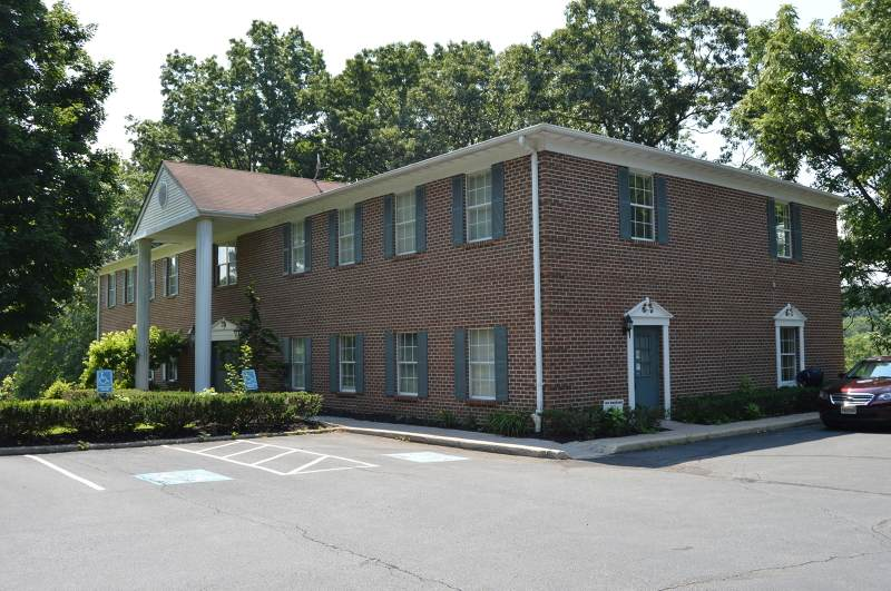 7 Manor Dr Unit 7 - Photo 1