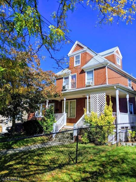 105 Lawrence Ave - Photo 1
