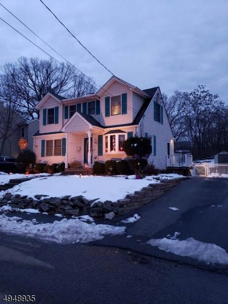 68 Bergen Ave, Wanaque Boro, NJ 07420 (MLS #3604379) :: The Sikora Group