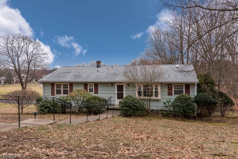 548 Farview - Photo 1
