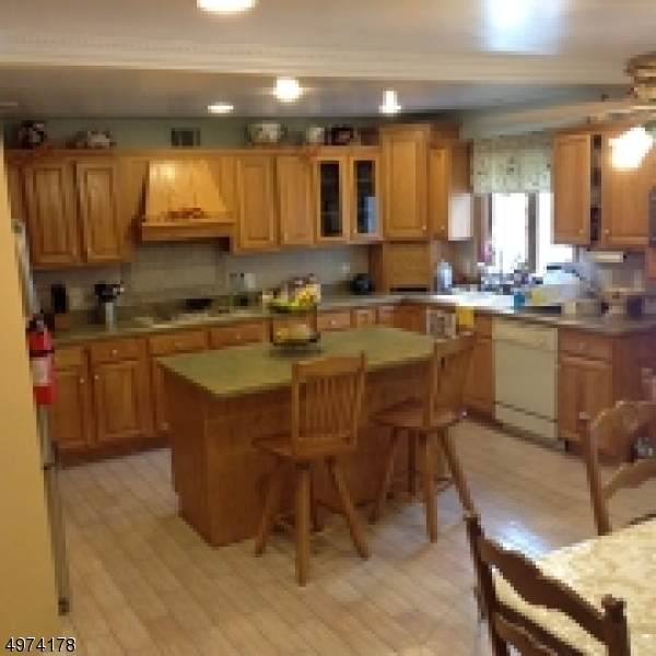 16 S Mountain Ave, Cedar Grove Twp., NJ 07009 (#3626486) :: Jason Freeby Group at Keller Williams Real Estate