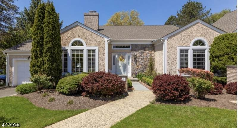 9 Rolling Hill Ct - Photo 1