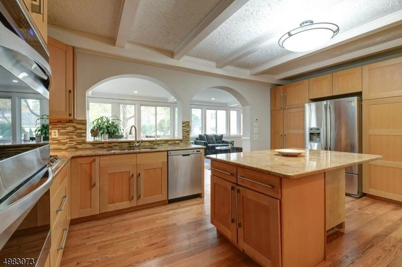 https://bt-photos.global.ssl.fastly.net/gsmls/orig_boomver_1_3634164-2.jpg