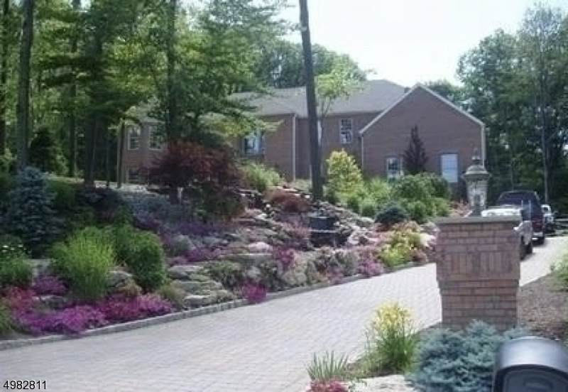 4 Angelo Dr - Photo 1