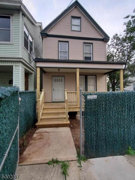 200 Myrtle Ave - Photo 1