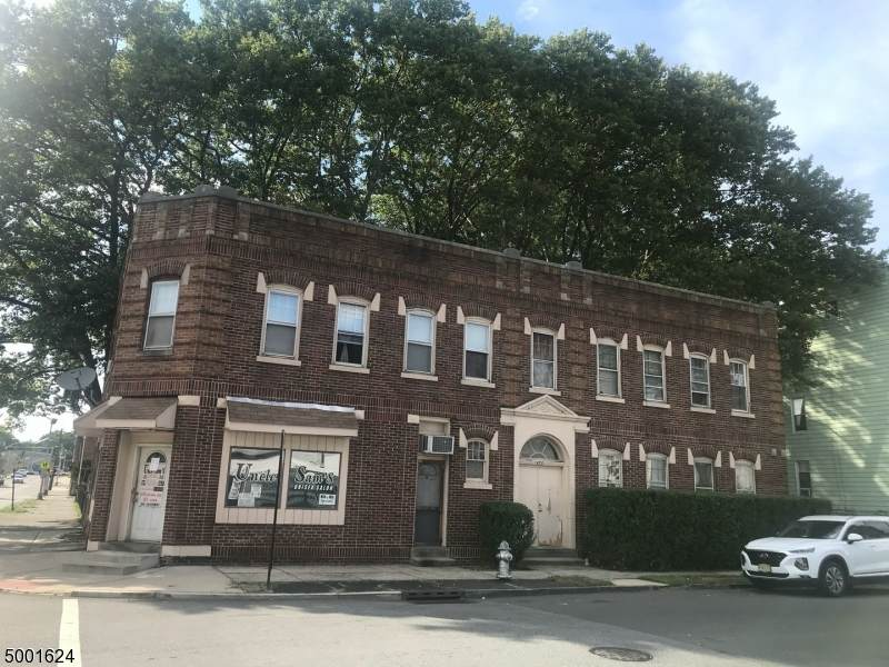 196 Tremont Ave - Photo 1