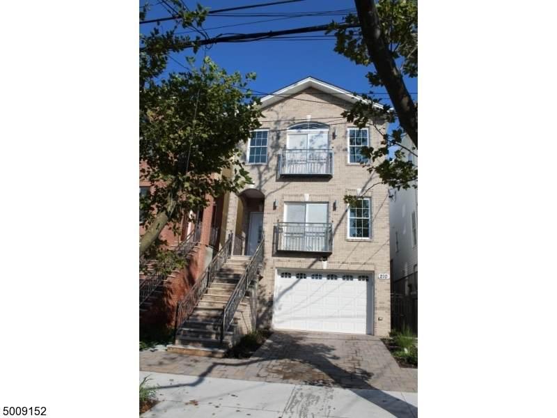 210 Terrace Ave - Photo 1