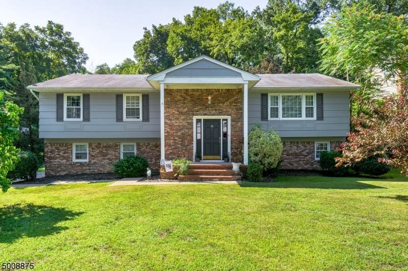 35 Forest Dr - Photo 1