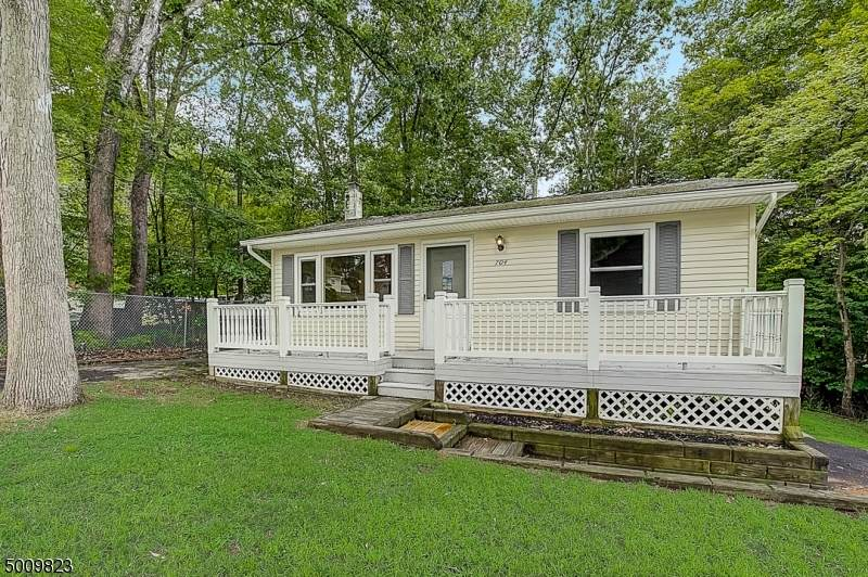704 Squire Rd - Photo 1