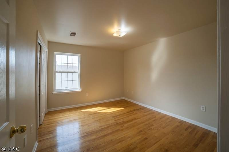 1081 Magnolia Ave - Photo 1