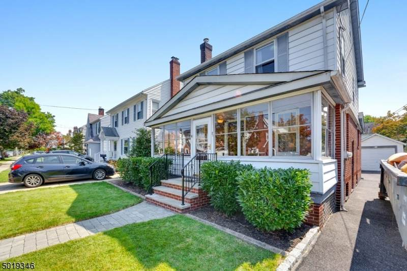 21 Collins Ave - Photo 1
