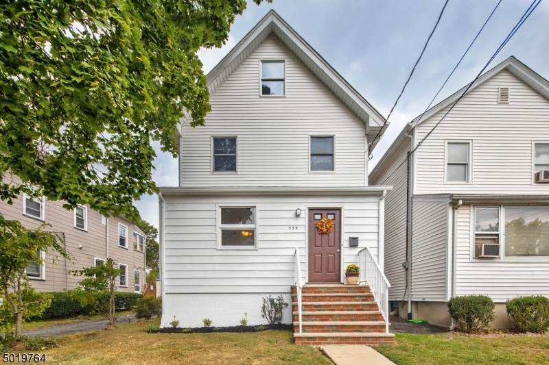 554 Downer St - Photo 1