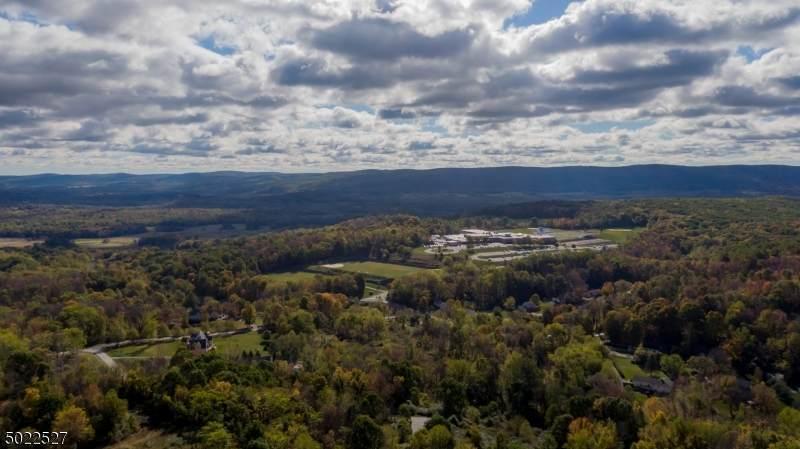 4 Vernon View Drive W - Photo 1