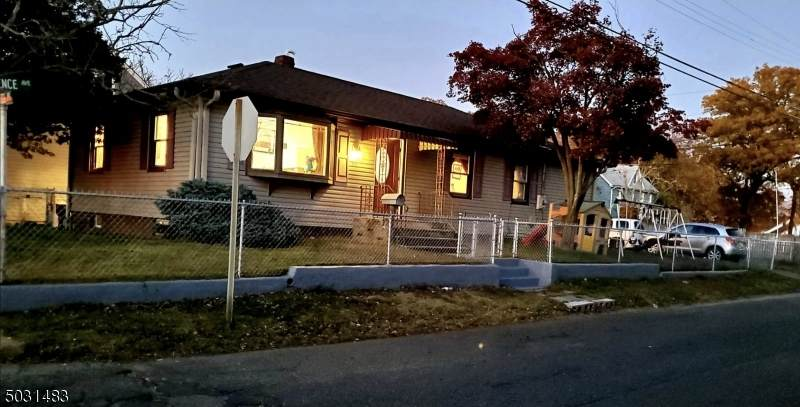 99 Lawrence Ave - Photo 1