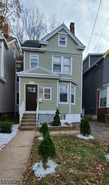 66 Linden Ave - Photo 1