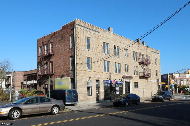 100 Bloomfield Ave - Photo 1
