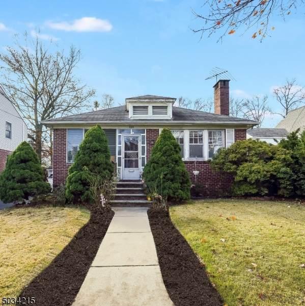 224 Ottawa Ave, Hasbrouck Heights Boro, NJ 07604 (#3680264) :: NJJoe Group at Keller Williams Park Views Realty