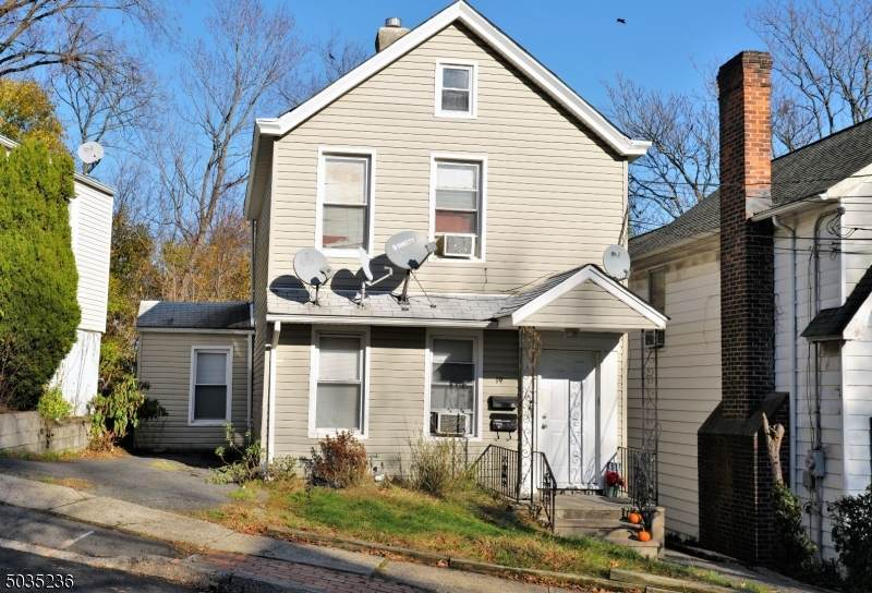 19 Mohawk Ave - Photo 1