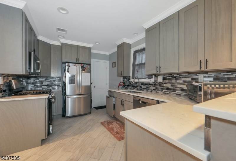 66 Lincoln Ave - Photo 1