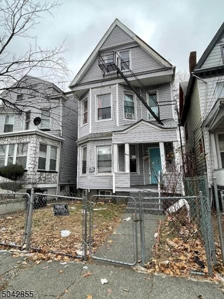 652 E 25Th St, Paterson City, NJ 07504 (MLS #3687599) :: Gold Standard Realty