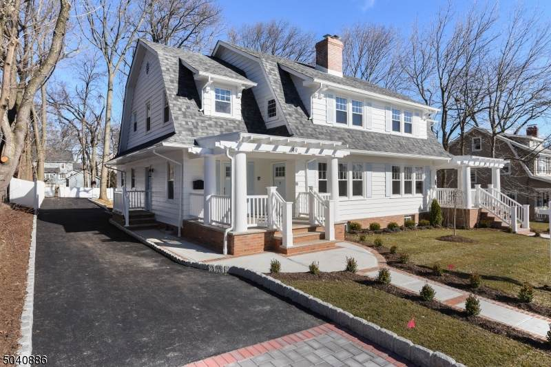 49 Lawrence Ave - Photo 1