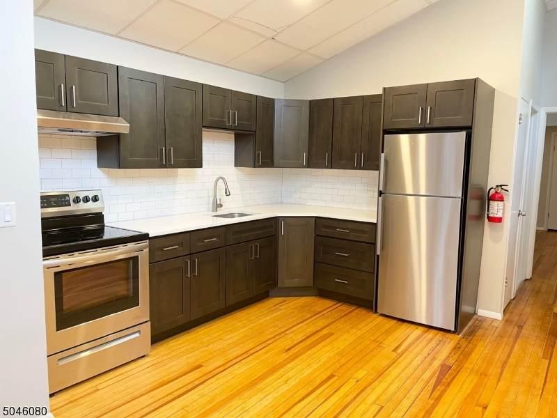 180 Maplewood Ave - Photo 1