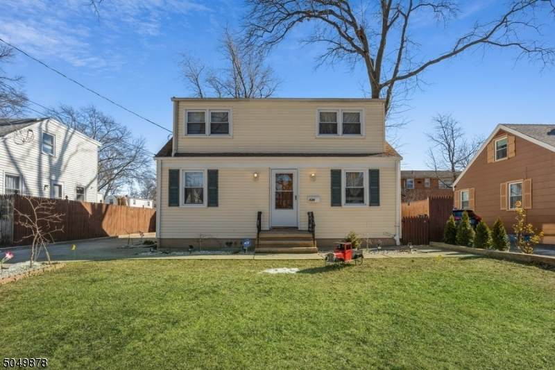 526 W Webster Ave - Photo 1