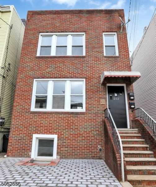 212 Hutton St, Jersey City, NJ 07307 (MLS #3695879) :: Mary K. Sheeran Team