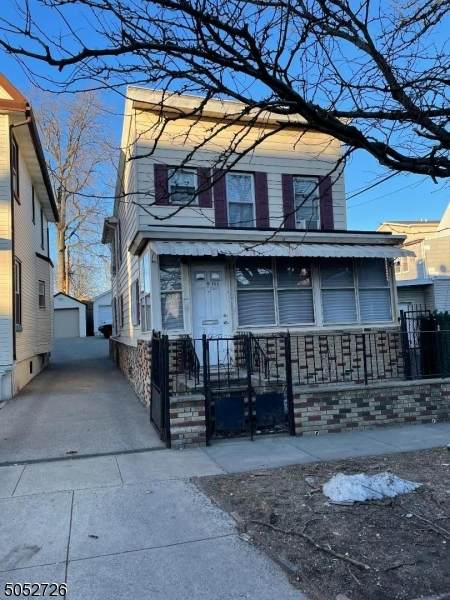 153 Grafton Ave, Newark City, NJ 07104 (MLS #3695947) :: The Karen W. Peters Group at Coldwell Banker Realty