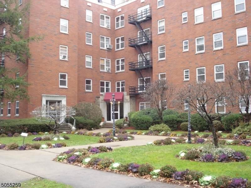 2330 Linwood Ave - Photo 1