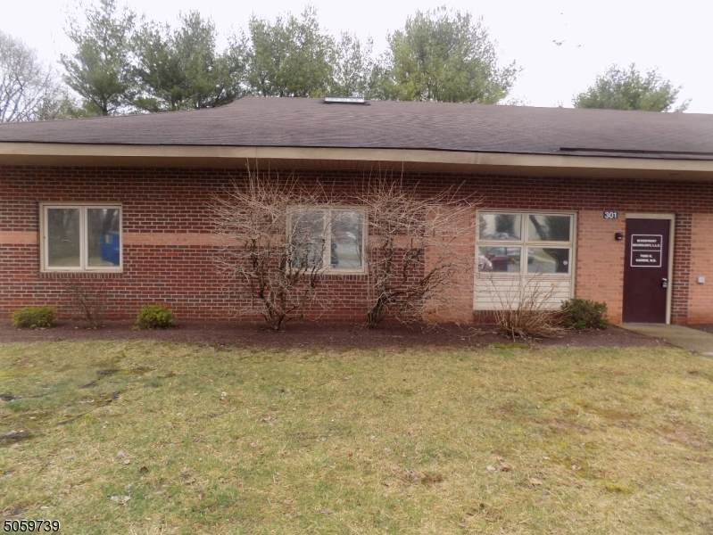 301 Coventry Dr - Photo 1