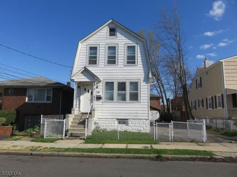 716 Essex Ave - Photo 1