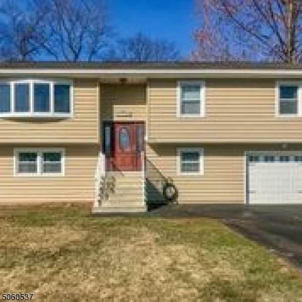 706 Riverdale Blvd, Pompton Lakes Boro, NJ 07442 (MLS #3702712) :: The Karen W. Peters Group at Coldwell Banker Realty