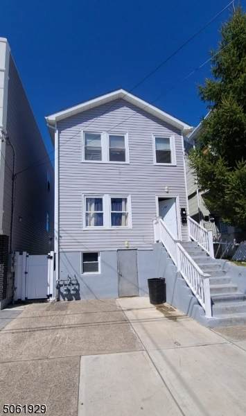 189 12th Ave - Photo 1