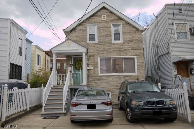 61 Zabriskie St - Photo 1