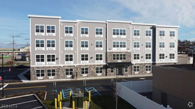 480 Paterson Ave - Photo 1