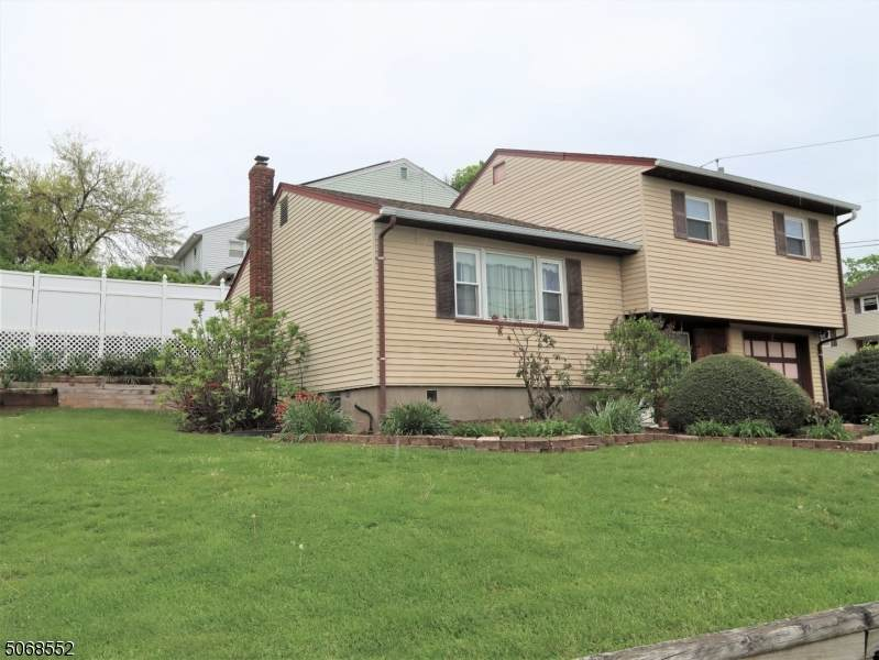45 Bloomfield Ave - Photo 1